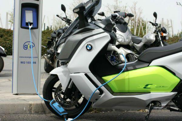 puntos para cargar bateria de motos electricas
