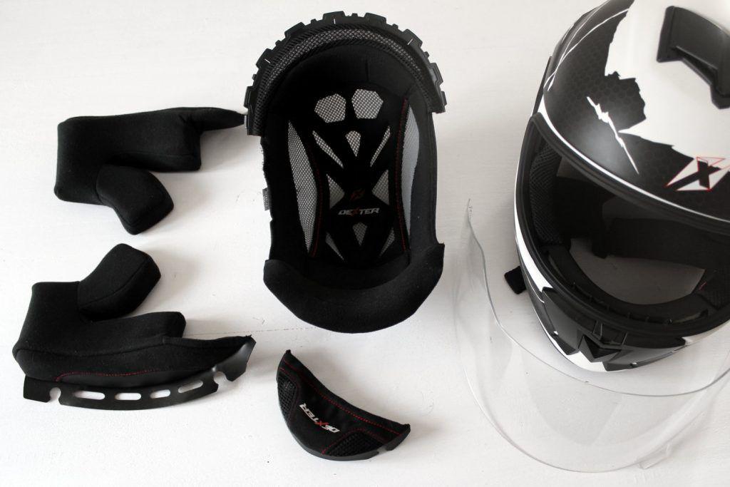 Limpiar casco para moto con interior desmontable